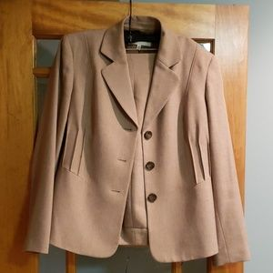 2-piece Jones New York suit, like new